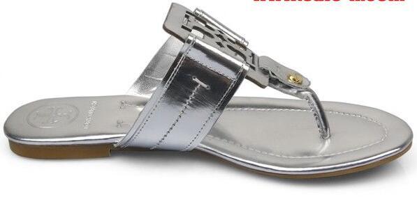 オシャレなデザイン性と実用性が高さを兼ね備えたTORY burch トリーバーチのレデイースに履くトングサンダル.