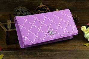 上質の柔らかいシャネル レザー マトラッセ 人気の高い二つ折り長財布 ウォレット ココマーク パープル