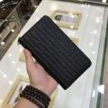 高級感いっぱいになった大人気コレクション アルマーニ コピー ジップ長財布 メンズ ロゴカバー ファッション ブラック