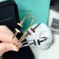 3色可選 冬のおしゃれをレベルアップ  ティファニー Tiffany&Co この秋におしゃれでかわいい着こなし ブレスレット