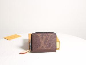 秋冬カジュアルの定番 ルイ ヴィトン 着回し力の高いが魅力 LOUIS VUITTON 財布/ウォレット 秋冬コーデを鮮やかに彩る