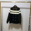 街のおしゃれさんも愛用 ルイ ヴィトン LOUIS VUITTON 秋冬ファッションを明るくなる  ニットコート 今年らしいトレンド感のある着こなし