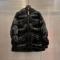 肌寒い季節に欠かせない  CHANEL 季節を感じた秋冬ファッション シャネル 冬ファッションの定番 ダウンジャケット