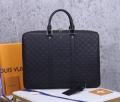 トレンド感を取り入れる  ビジネスバッグ こなれ感のあるコーデに ルイ ヴィトン LOUIS VUITTON