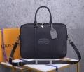 ふんわりスタイルが最適  ビジネスバッグ ラフさとおしゃれを両立 ルイ ヴィトン LOUIS VUITTON