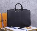 ナチュラルコーデのコツ  ルイ ヴィトン LOUIS VUITTON ナチュラルスタイルに最適 ビジネスバッグ